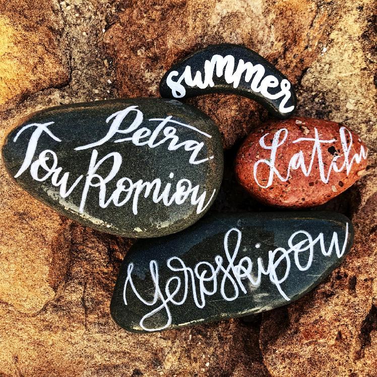 kameny na středomořském slunci